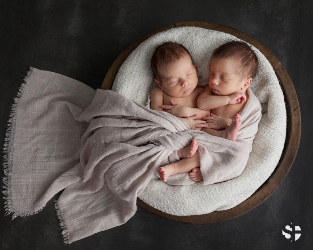 Neugeborenenfotos Zwillinge