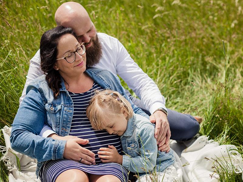 Babybauchfoto Familienfoto Feld Meißen
